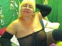 Diese reife Frau wird im Chat richtig geil